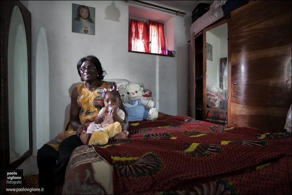 Adjochi Therese e sua nipote, Dronero